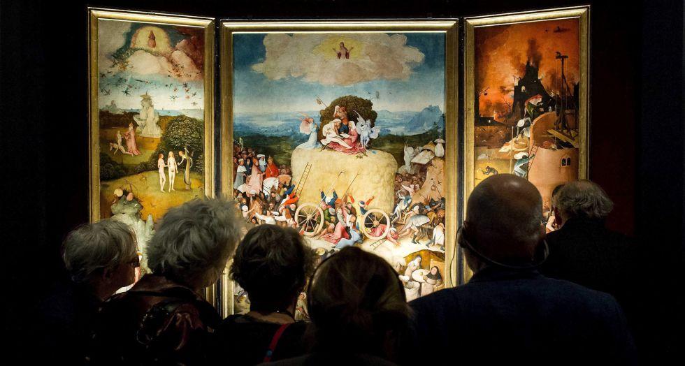 Visitantes de la exposición de Den Bosch contemplan 'El carro de heno', procedente del Museo del Prado.