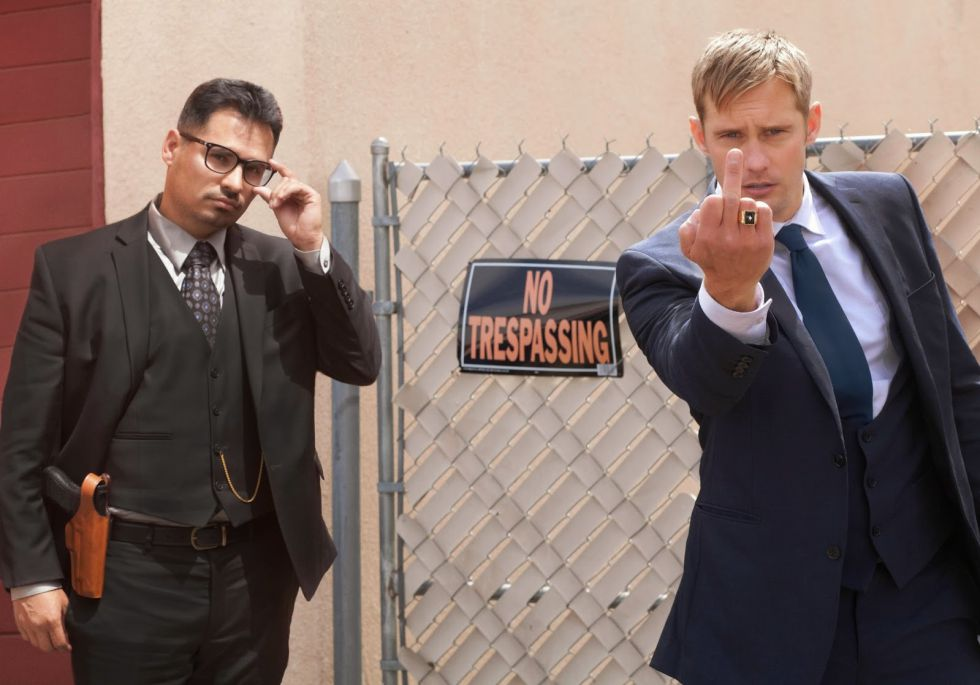 Michael Peña y Alexander Skarsgård en 'War on everyone'.