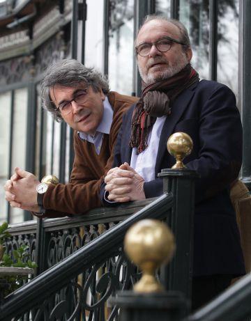 El escritor Andrés Trapiello y el editor Manuel Borrás, en Madrid.