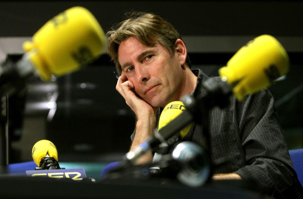 Javier del Pino, en uno de los estudios de la cadena SER.