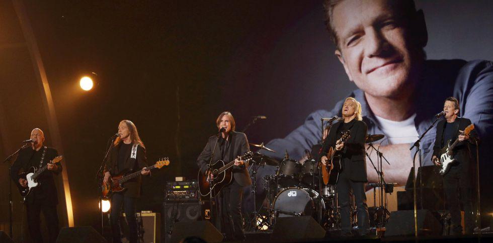 Jackson Browne y los Eagles homenajearon a Glenn Frey.