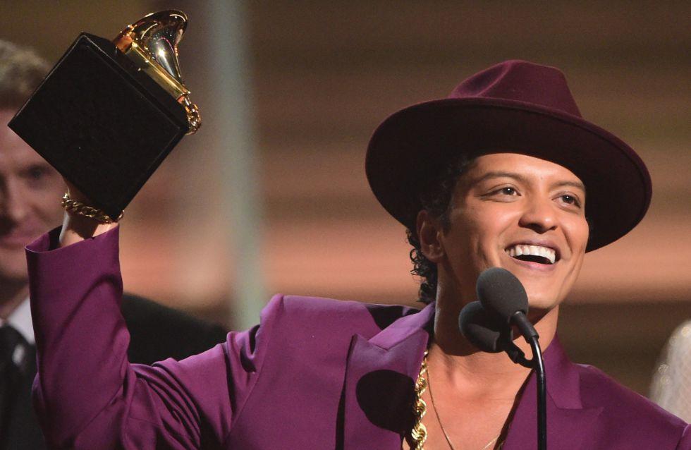 Bruno Mars recoge el premio a la grabación del año.