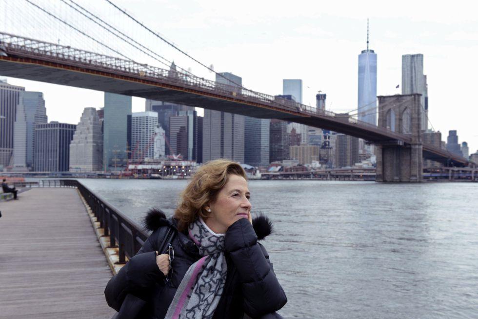 """La escritora Julia Navarro en Nueva York, donde se desarrola """"Historia de un canalla""""."""
