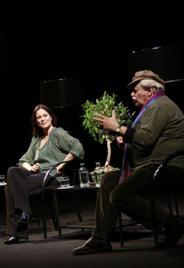 Aitana Sánchez-Gijón y Marios Gas, durante el coloquio.