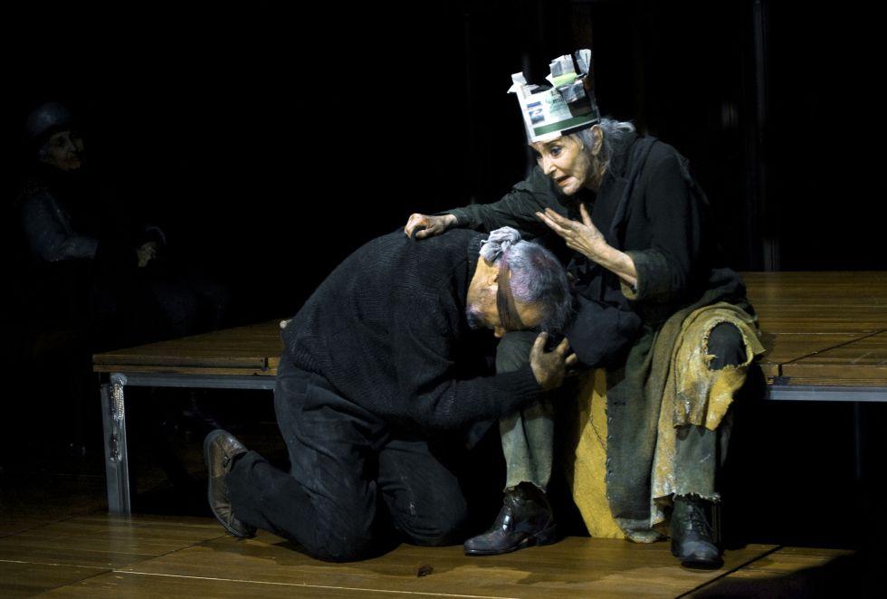 Núria Espert junto a Jordi Bosch, durante la representación de 'El rei Lear'.