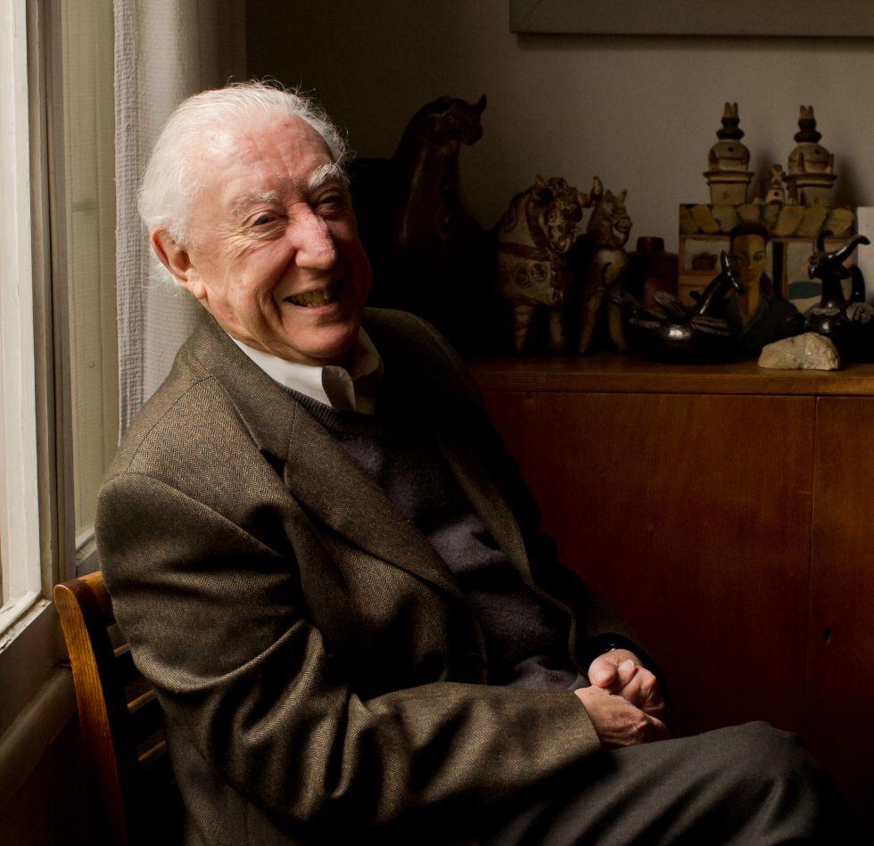 El dramaturgo José Ricardo Morales, en su casa de Santiago de Chile, en una imagen de archivo.