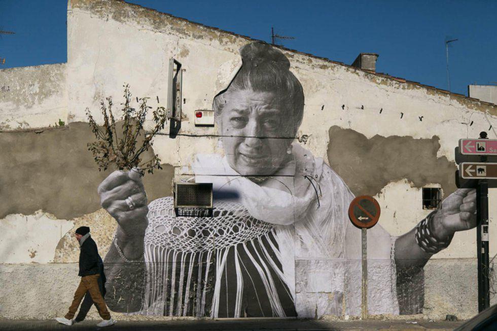 Fotomural en Jerez de la cantaora Juanita la del Pipa, obra de Juan Carlos Toro.