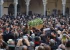 Un funeral laico y multitudinario despide a Umberto Eco