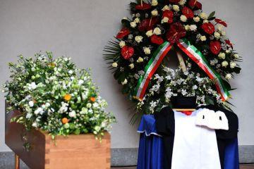 El féretro de Umberto Eco en el Castillo Sforzesco. rn rn