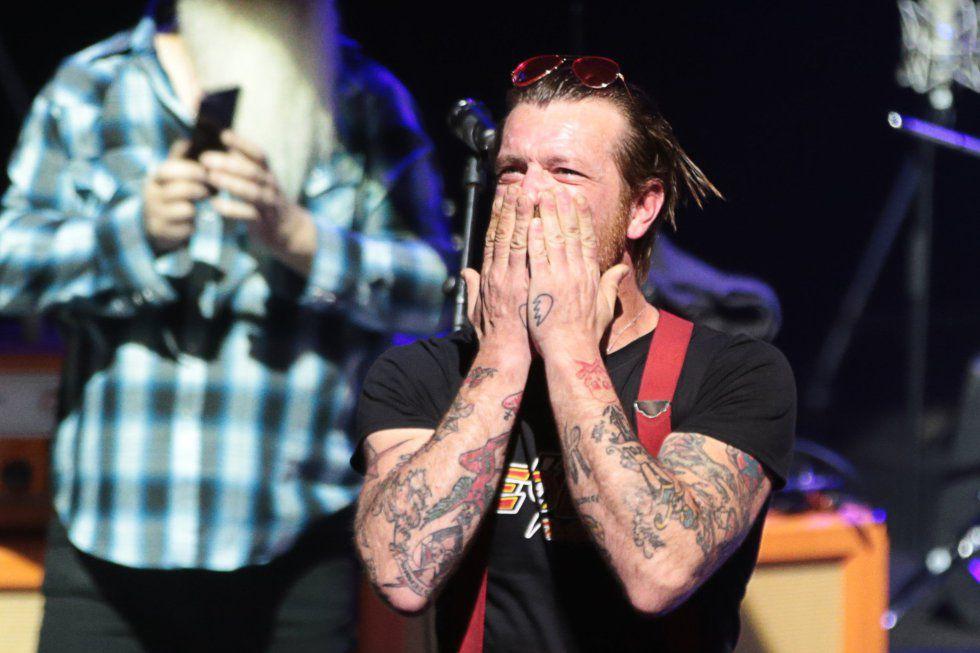 Jesse Hughes, en febrero en París, durante el concierto que hicieron ante vícitimas y familiares de los atentados del 13 de noviembre.