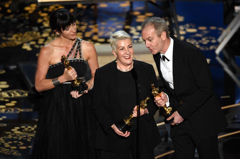 El equipo de 'Mad Max: Furia en la carretera' recoge el Oscar a mejor peluquería y maquillaje.rn rn