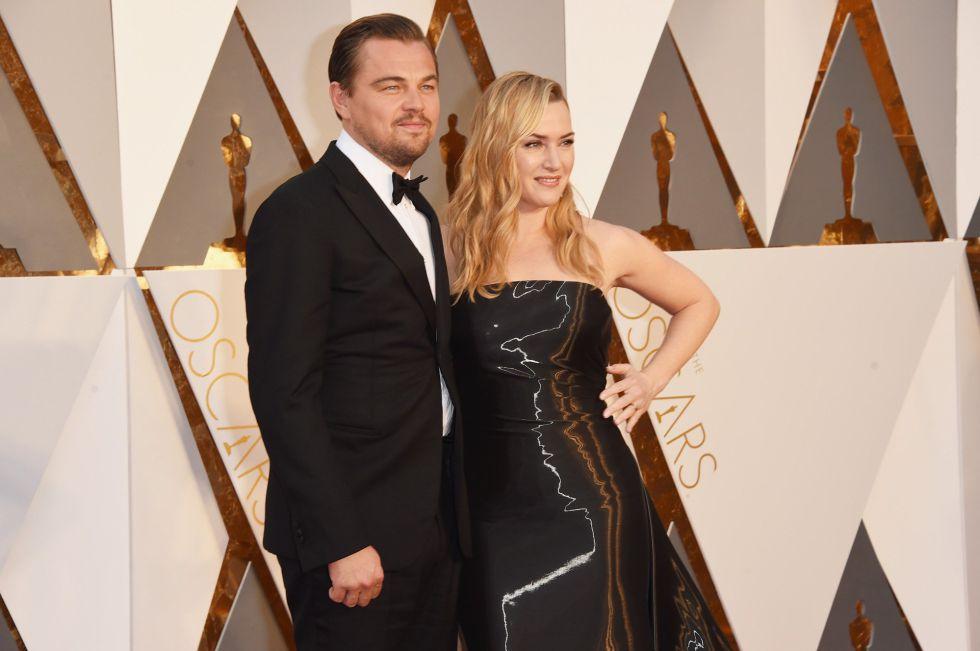 Leonardo DiCaprio y Kate Winslet, en la alfombra roja de los Oscar.