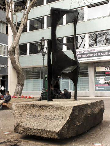 Escultura de Jorge Oteiza en Lima.