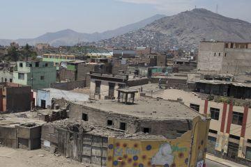 mágenes tomadas en el barrio Cinco Esquinas de Lima, donde está ambientada la última novela del Nobel Mario Vargas Llosa.