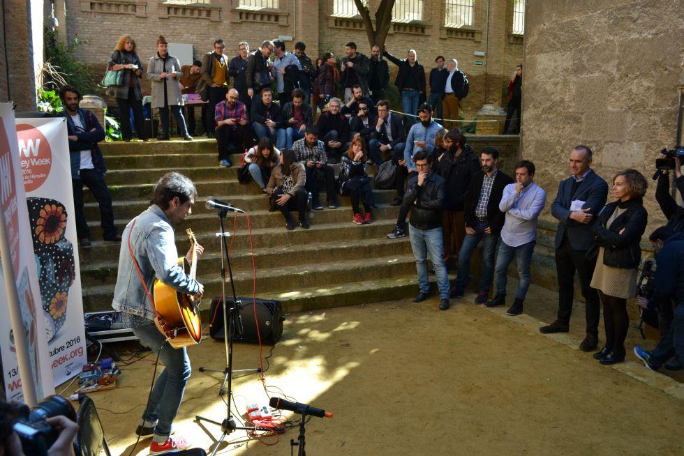 Quentin Gas & Los Zíngaros durante la presentación del Monkey Week en Sevilla.