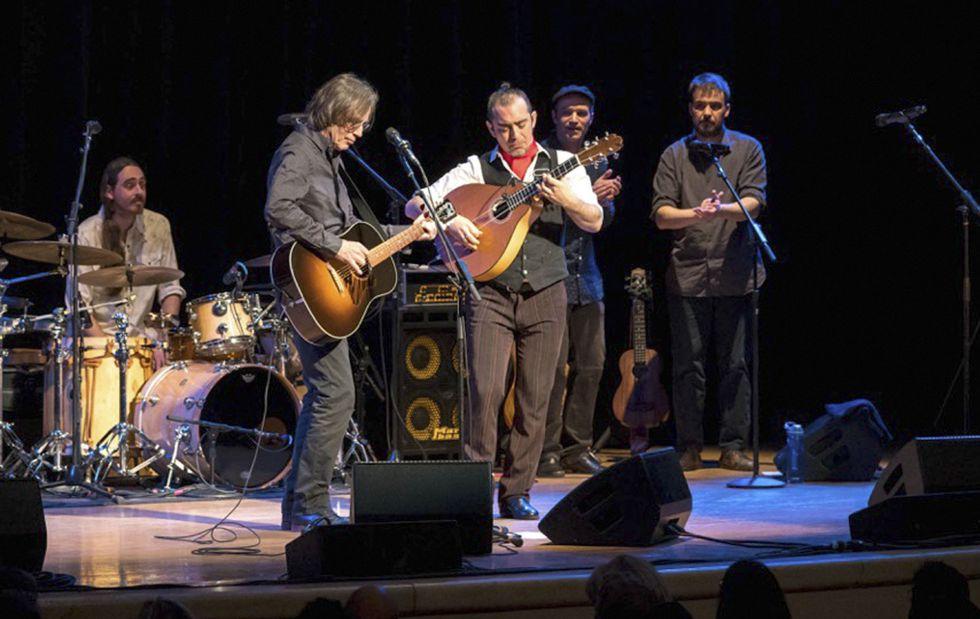 Jackson Browne y Raúl Rodríguez, en su actuación del jueves por la noche dentro del espectáculo 'Song y Son', en Nueva York.