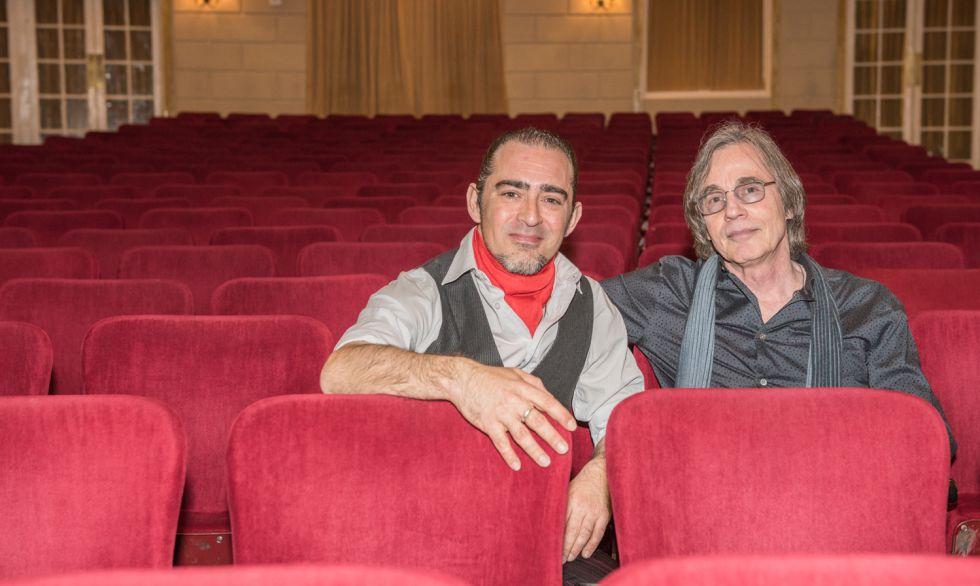 Raúl Rodríguez y Jackson Browne en las butacas del teatro The Town Hall de Nueva York.