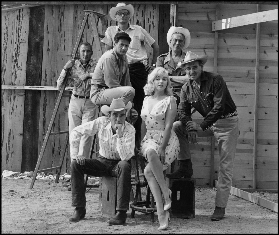 Los protagonistas de Vidas rebeldes. De arriba abajo, y de izquierda a derecha, Henry Miller, Frank Taylor, Eli Wallach, John Huston (director), Montgomery Clift, Marilyn Monroe y Clark Gable.