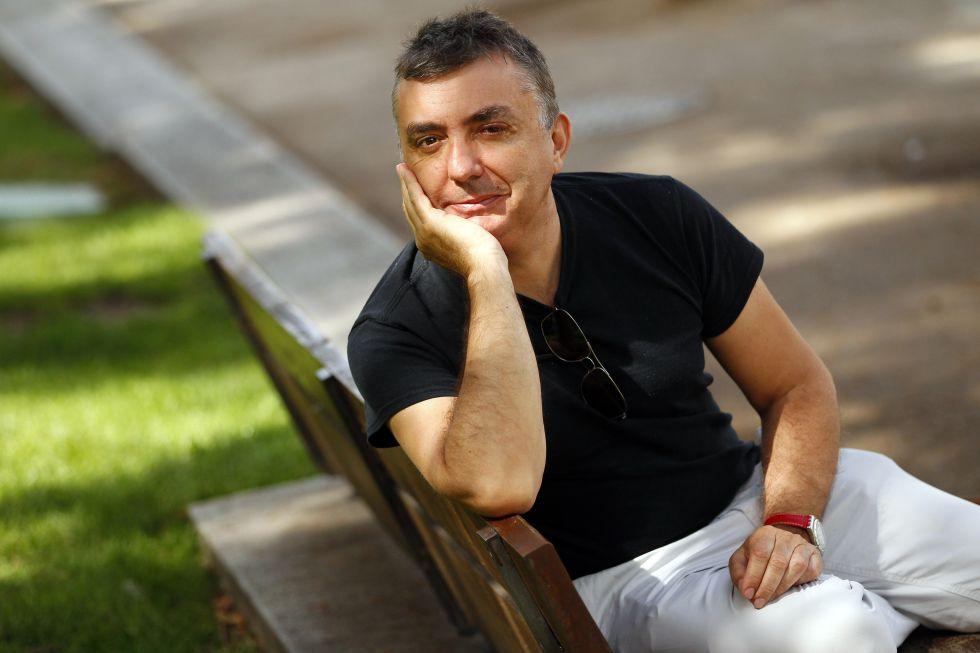 """Manuel Vilas: """"Hay que sacar la poesía de las catacumbas"""""""