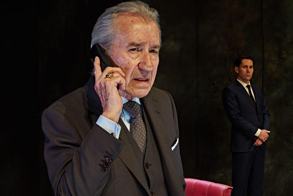 José Sacristán en 'Muñeca de porcelana'.