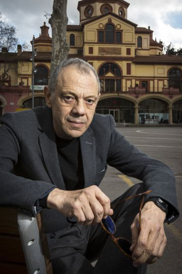 Lluís Pasqual, fotografiado el martes delante del Teatro Lliure de Barcelona.