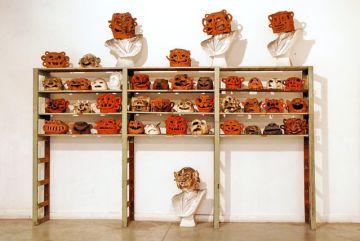 Máscaras de la exposición 'Ya fui mujer' de Tomás Espina.