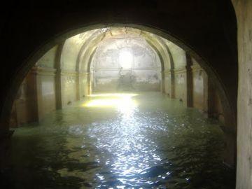 Interior del templo emergido en la presa de Benito Juárez.