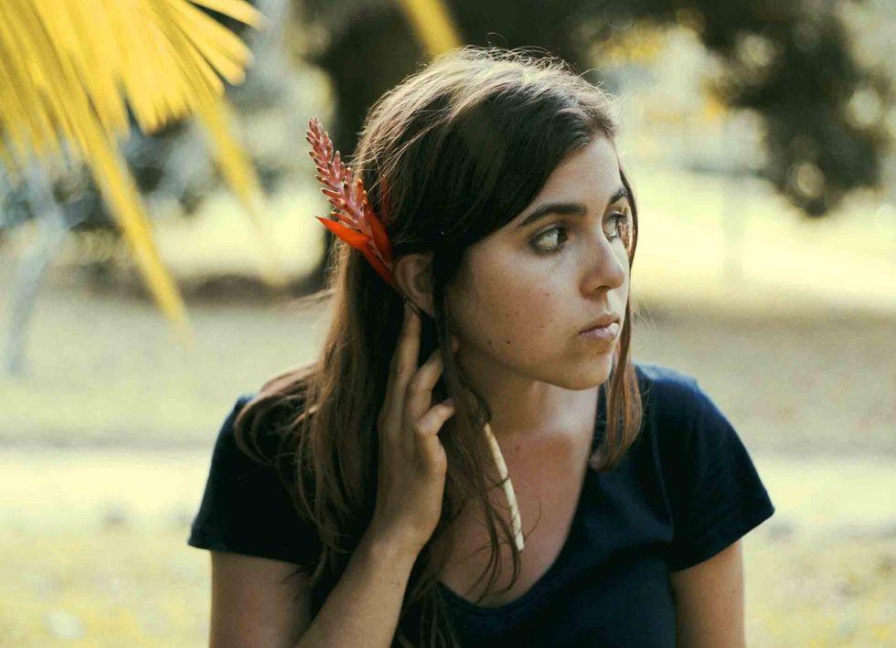 La joven chelista y cantante brasileña Dom La Nena.