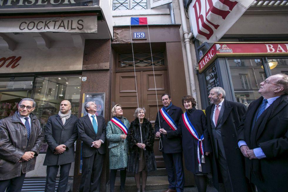 La placa conmemorativa en el domicilio de Joaquín Rodrigo en París.