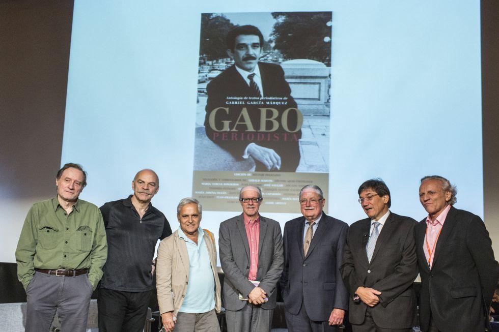 Acto de homenaje a 'Gabo' en el Museo de Arte de Puerto Rico. Los escritores Jean-François Fogel, Martín Caparrós, Juan Cruz, Héctor Feliciano, Rafel Cortes Dapena, Jaime Abello y Álex Grijelmo.
