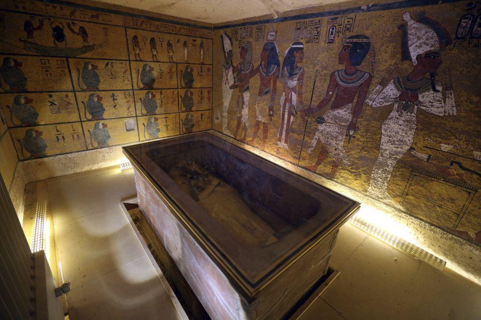 Interior de la cámara funeraria de Tutankamón.