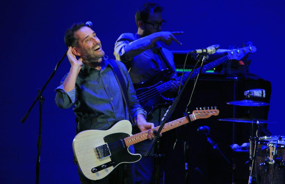 Jorge Drexler, durante un concierto en el Teatro Mayor de Bogotá.