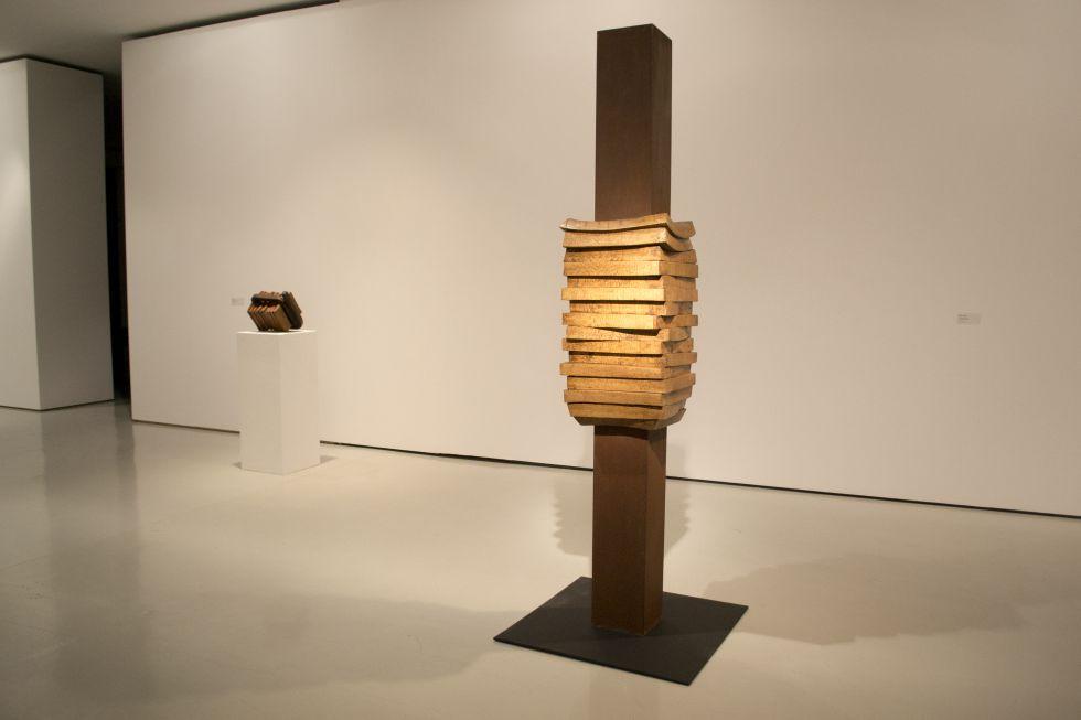 Cr tica de la exposici n jes s lizaso lo puro y el - Esculturas de madera abstractas ...