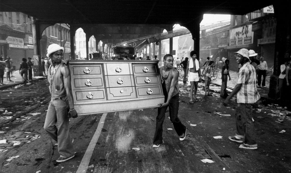 Saqueadores en Brooklyn (Nueva York) en 1977.
