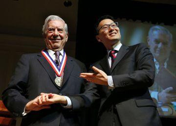 """La Biblioteca del Congreso nombra a Vargas Llosa """"leyenda viva"""""""