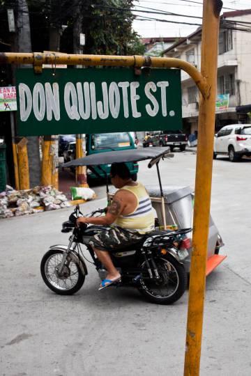 Calle dedicada a Don Quijote en el barrio manileño de Sampaloc.