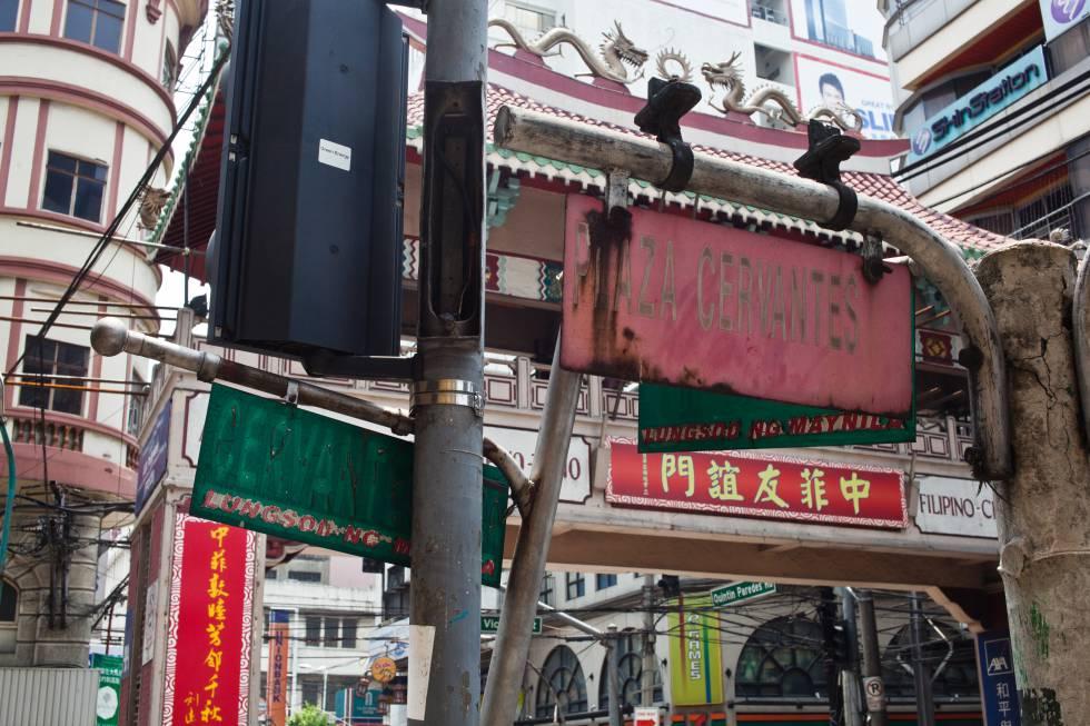 La plaza Cervantes se ubicó junto a la entrada al barrio de Binondo, la actual 'Chinatown' de Manila.