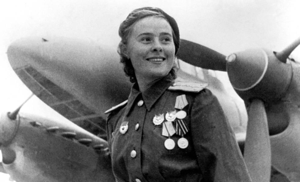 A capitã de aviação Masha Dolina, do regimento de bombardeio pesado 587, em 1941.