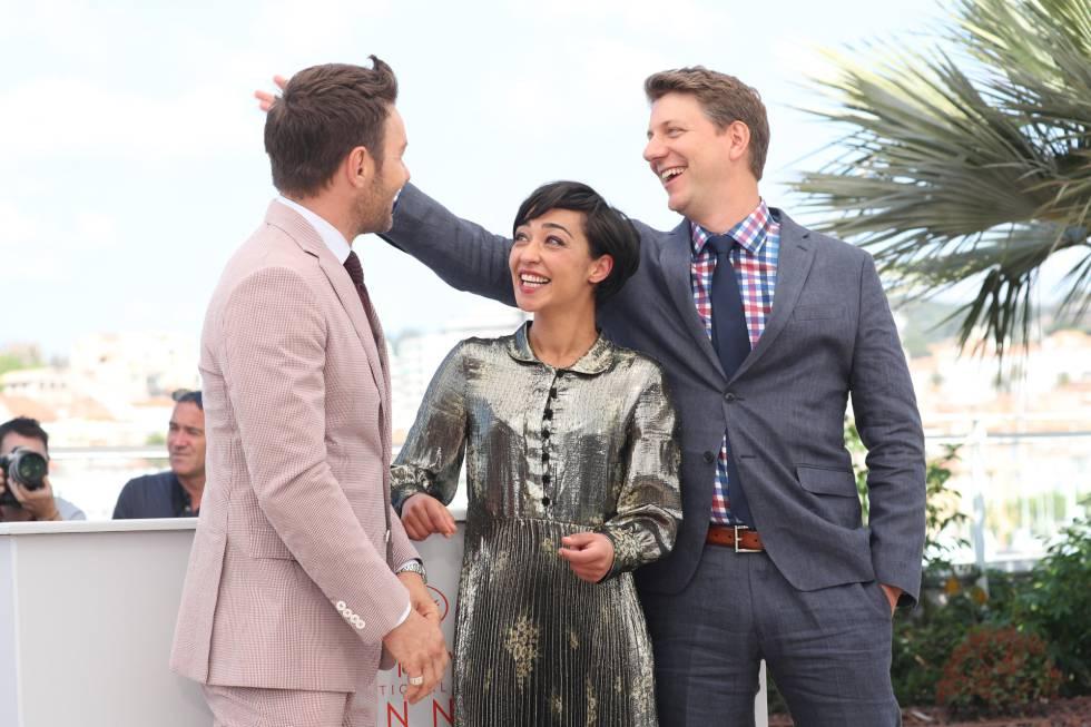 Los actores Joel Edgerton y Ruth Negga con el director Jeff Nichols (derecha), en Cannes.