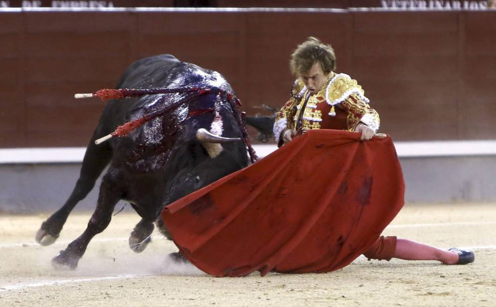 Román, en su segundo toro.