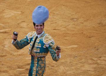 Cayetano, a hombros en Granada, ante toros insulsos y sin casta
