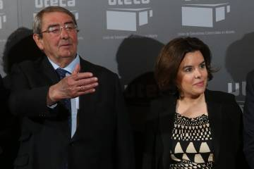 Soraya Sáenz de Santamaría, junto al presidente de Uteca, Alejandro Echevarría.