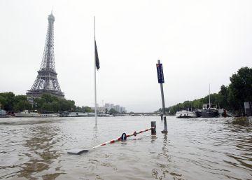 El Louvre y el Orsay evacúan parte de sus obras por la lluvia torrencial