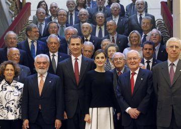 Los reyes presiden su primer pleno en la RAE
