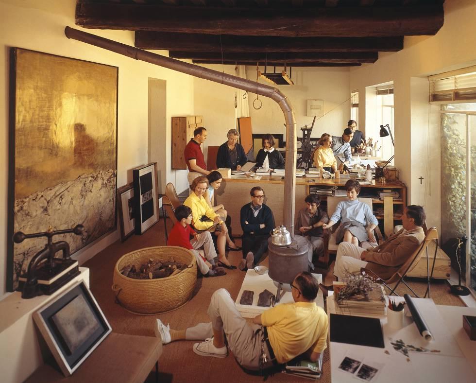 Reunión de amigos, en torno a Fernando Zóbel con, entre otros, Gerardo Rueda, José Guerrero y Gustavo Torner, en casa de este en 1966.