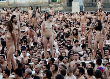 Bogotá se desnuda para Spencer Tunick