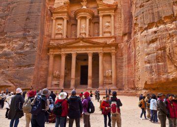 Los arqueólogos descubren un monumento enterrado en Petra