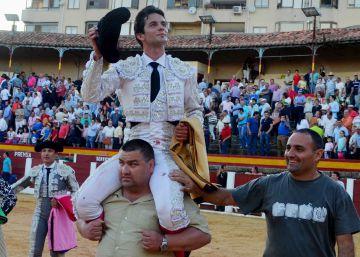 Juan del Álamo corta dos orejas en Plasencia a un 'victorino' de vuelta