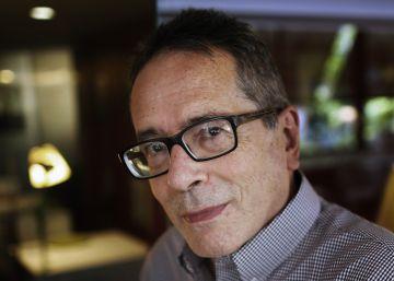 """César Aira: """"Leyendo novelas no se aprende nada"""""""