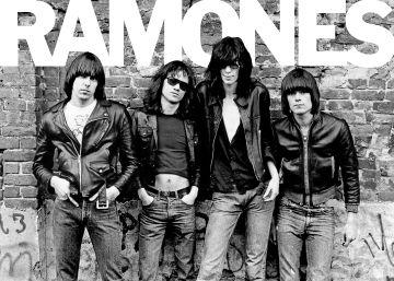 The Ramones, en la fotografía de portada del disco 'Ramones'.